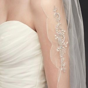 Scalloped edge veil with bead & crystal motif NWT